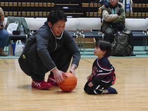 藤高選手、この子と何を話していたのでしょう・・・?