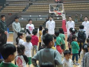 メイン講師の渡邉拓馬選手(アースフレンズ東京Z)と一緒に講師をつとめます。