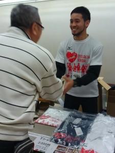 選手も着用したTシャツ、多くの方にご購入いただきました